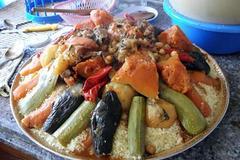 Selling: Couscous avec 2 poulets et légumes pour 10 personnes