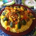 Selling: Couscous avec 1 poulet et légumes pour 6 personnes